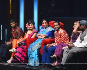 Asha Bhosle on the sets of 'Sa Re Ga Ma Pa 2016'