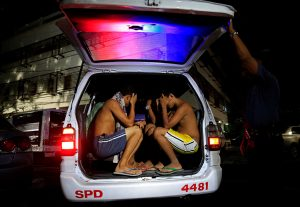 street-drinkers-vagrants-and-shirtless-men-are-arrested-in-manila_reuters